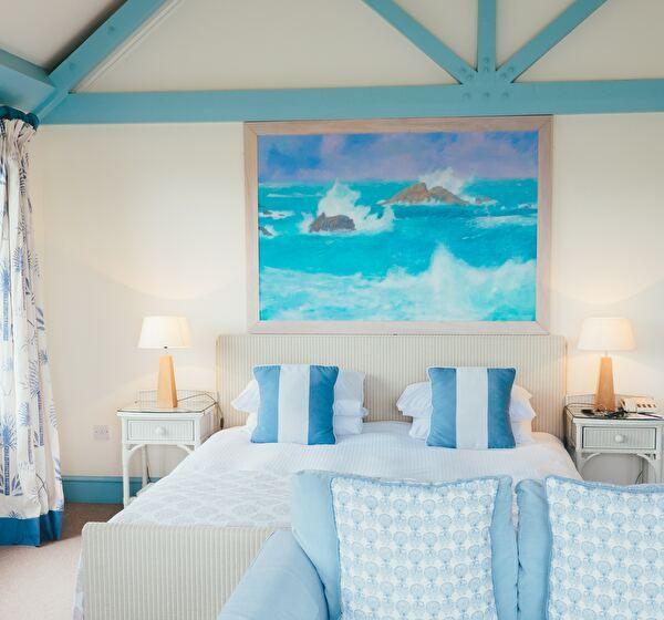 ブルーで統一された寝室