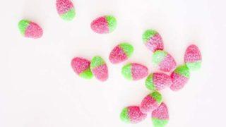 15個の苺の形をしたグミ