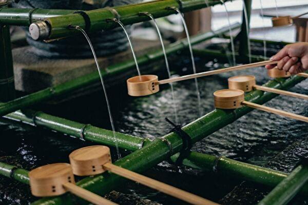 水をうける柄杓