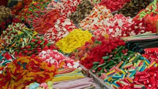 お菓子売り場のグミコーナー